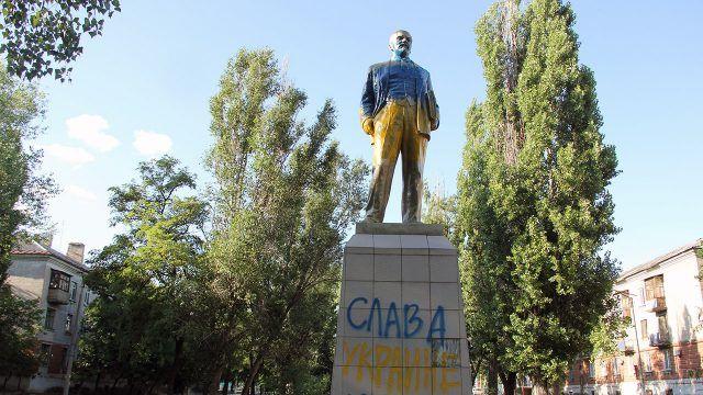 Акт вандализма над памятником Ленину