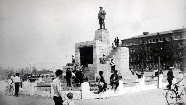 Архивное фото памятника Ленину в Хабаровске