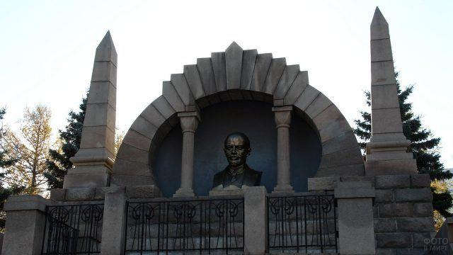 Бюст Ленина в Челябинске