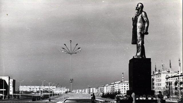 Историческое фото памятника Ленина в Биробиджане