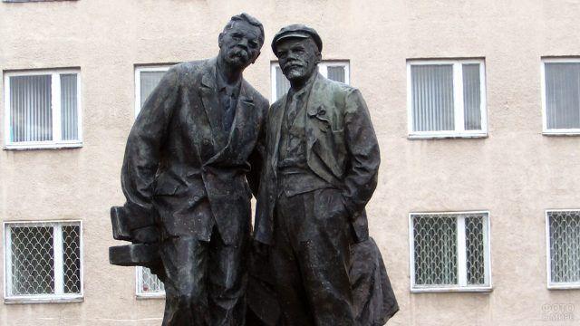 Композиция Ленин и Горький в Караганде