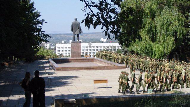 Ленин с возвышенности смотрит на Пятигорск