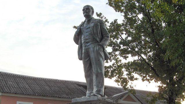 Новгородский памятник Ленину