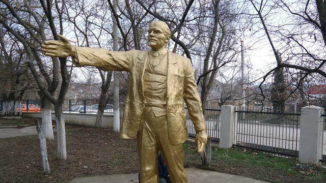 Отреставрированный памятник Ленину в Судаке