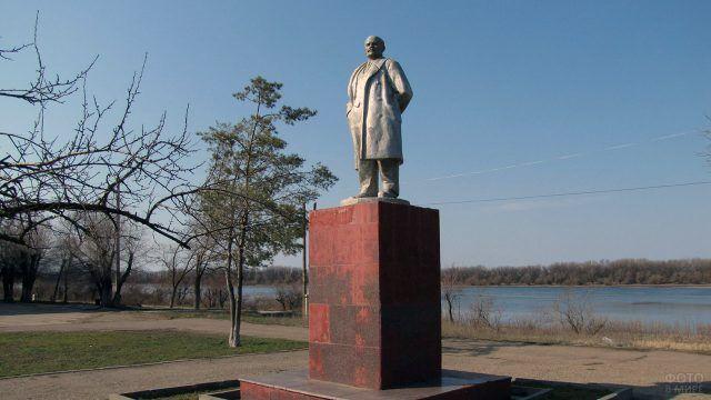 Памятник ленину работы Меркурова 1930-х годов