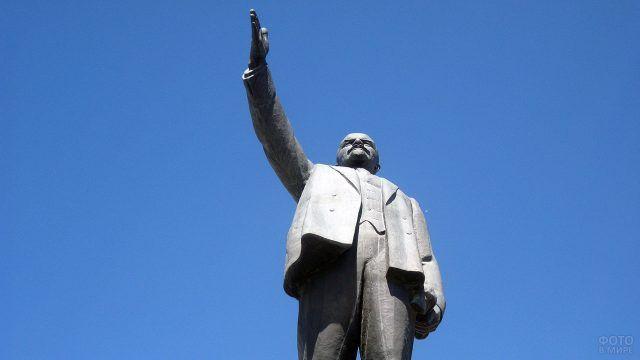 Памятник Ленину в Якутске