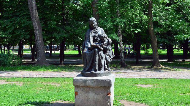 Памятник Ульяновой и Ульянова-Ленина