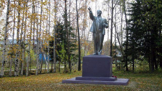 Преображение памятника Ленину силами пенсионера