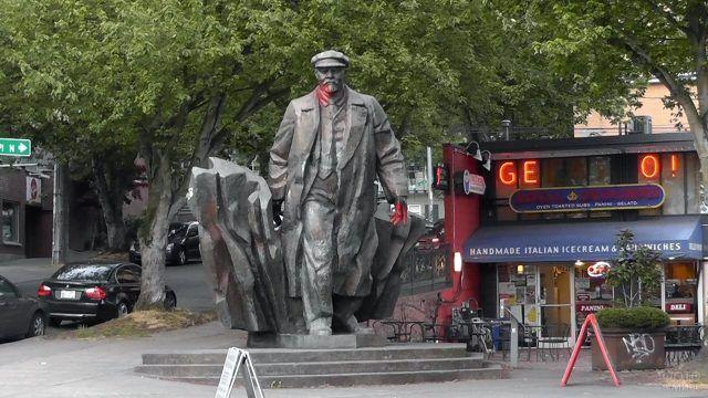 Советский памятник в Сиэтле