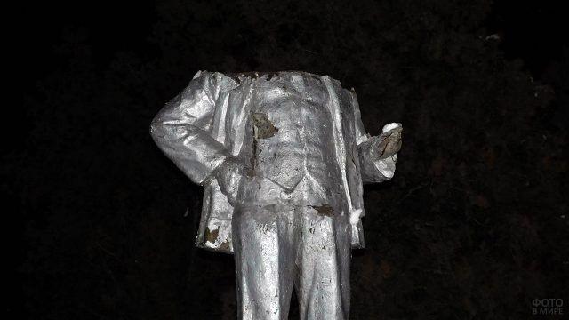 В Москве обезглавили памятник Ленину