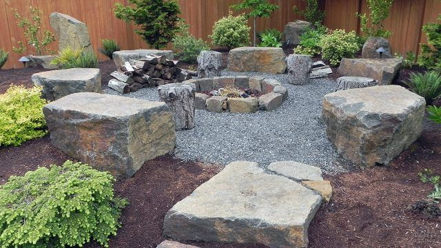 Дизайнерский сад камней с прямоугольными глыбами