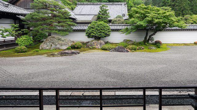 Минимализм японского сухого пейзажа