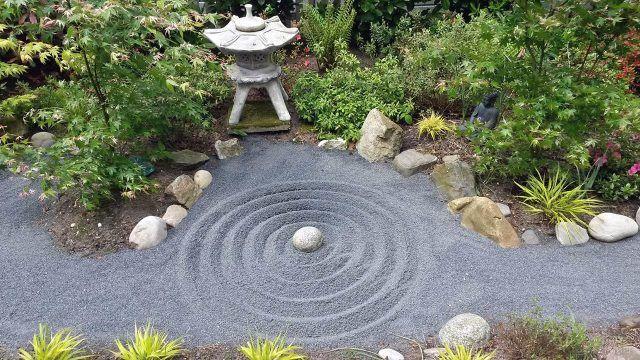 Сад камней имитирующий круги на воде