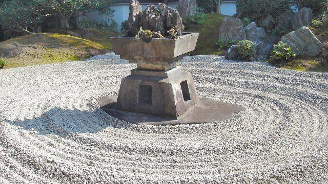 Сад камней в Тофуку-дзи