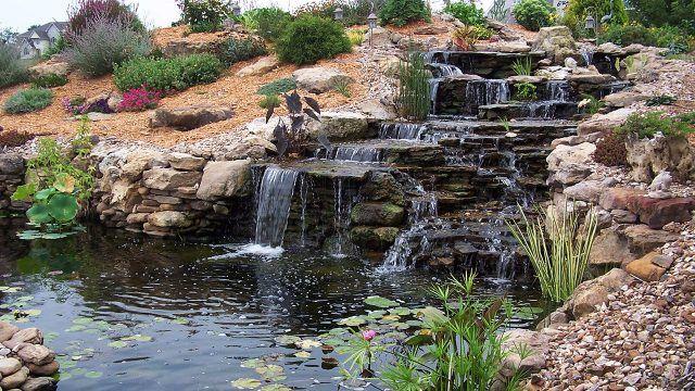 Ступени водоапада в естественном природном рокарии