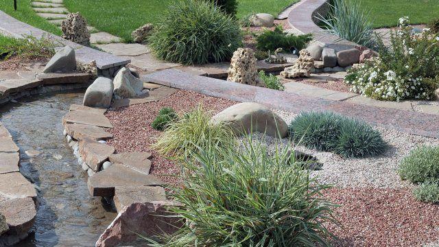 Восточный сад украшенный камнями