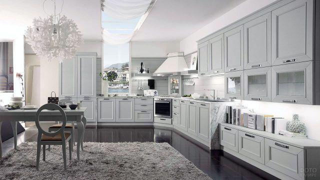 Современная классика в белом интерьере кухни