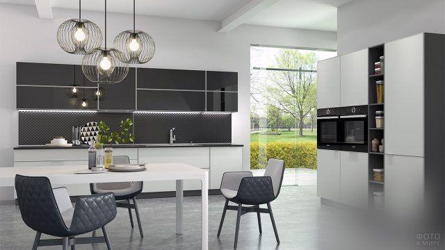 Современный интерьер просторной кухни