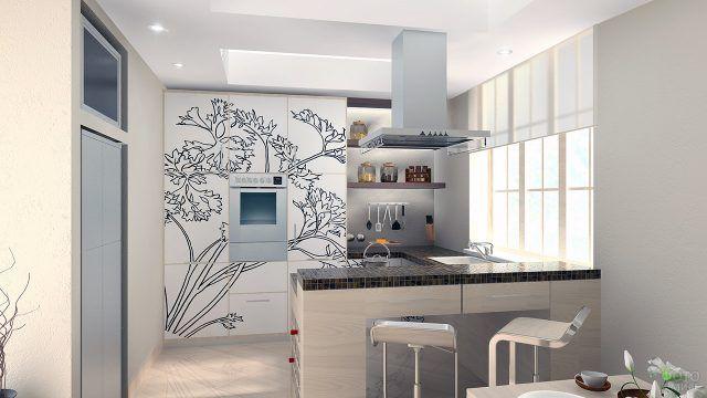 Светлый интерьер небольшой кухоньки в ориентальном стиле