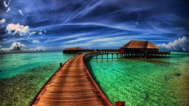 Бирюзово-синий пейзаж острова Бора-Бора