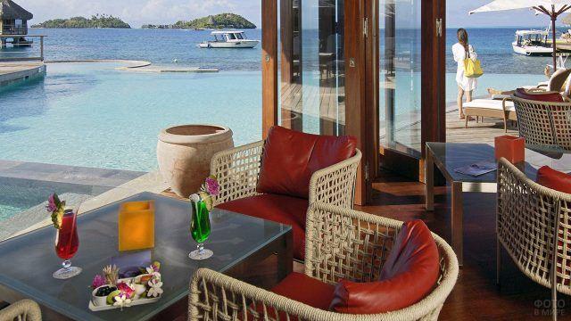 Лобби отеля на острове Бора-Бора