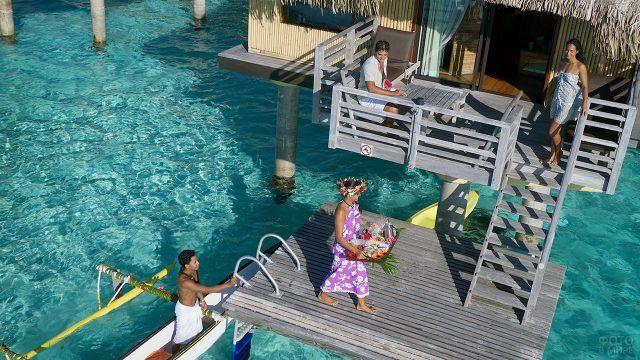 Обслуживание в номерах на курорте острова Бора-Бора