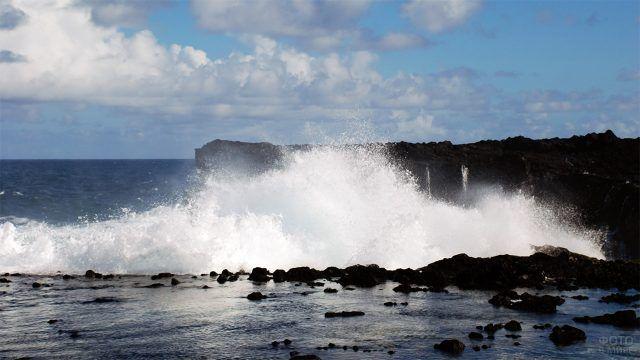 Пена волн у острова Бора-Бора
