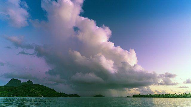 Пурпурный закат над пляжем Бора-Бора