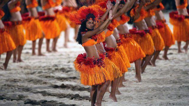 Танцовщицы экзотического шоу на курорте Бора-Бора