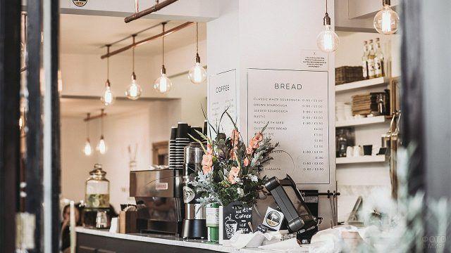 Букет цветов в кофейне