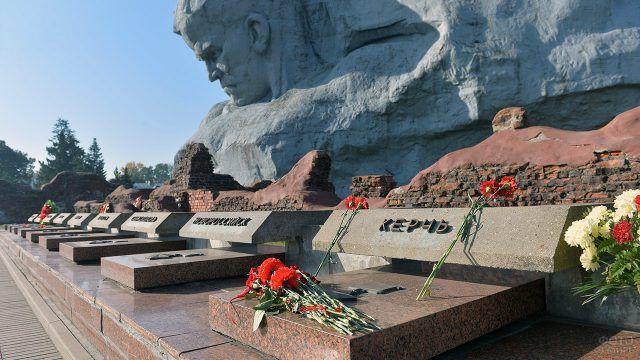 Мемориальные плиты городам-героям в Брестской крепости