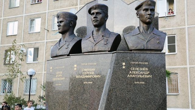 Открытие памятника героям России из Ярославля погибшим в Дагестане