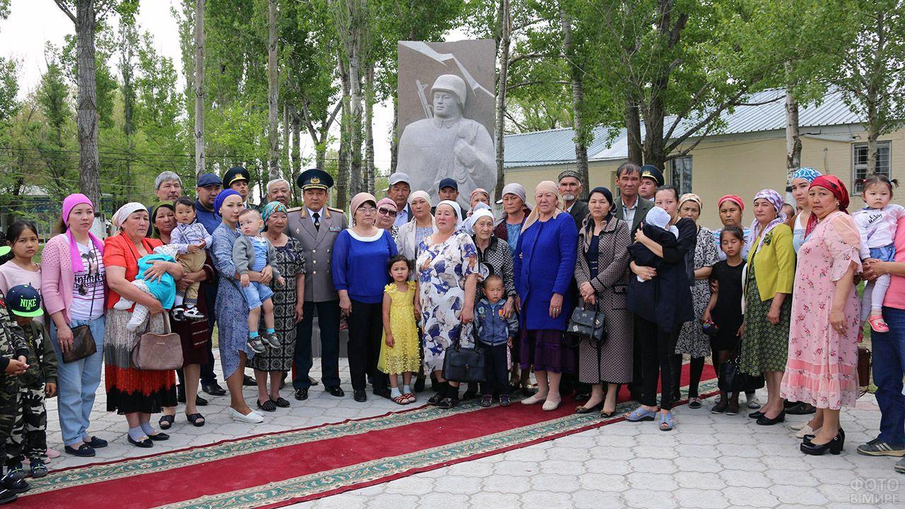 Открытие памятника казахстанским военнослужащим погибшим во время службы