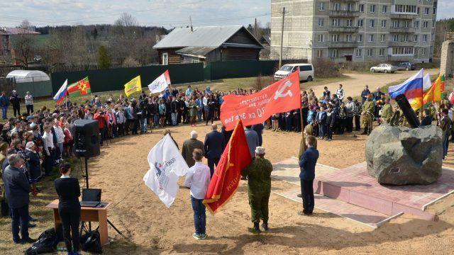 Открытие памятника погибшим воинам в посёлке Калашниково
