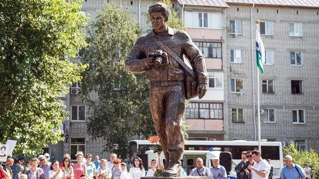 Открытие первого в России памятника погибшим в вооруженных конфликтах журналистам
