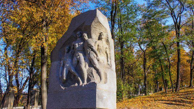 Памятник футболистам киевского Динамо погибшим во время ВОВ