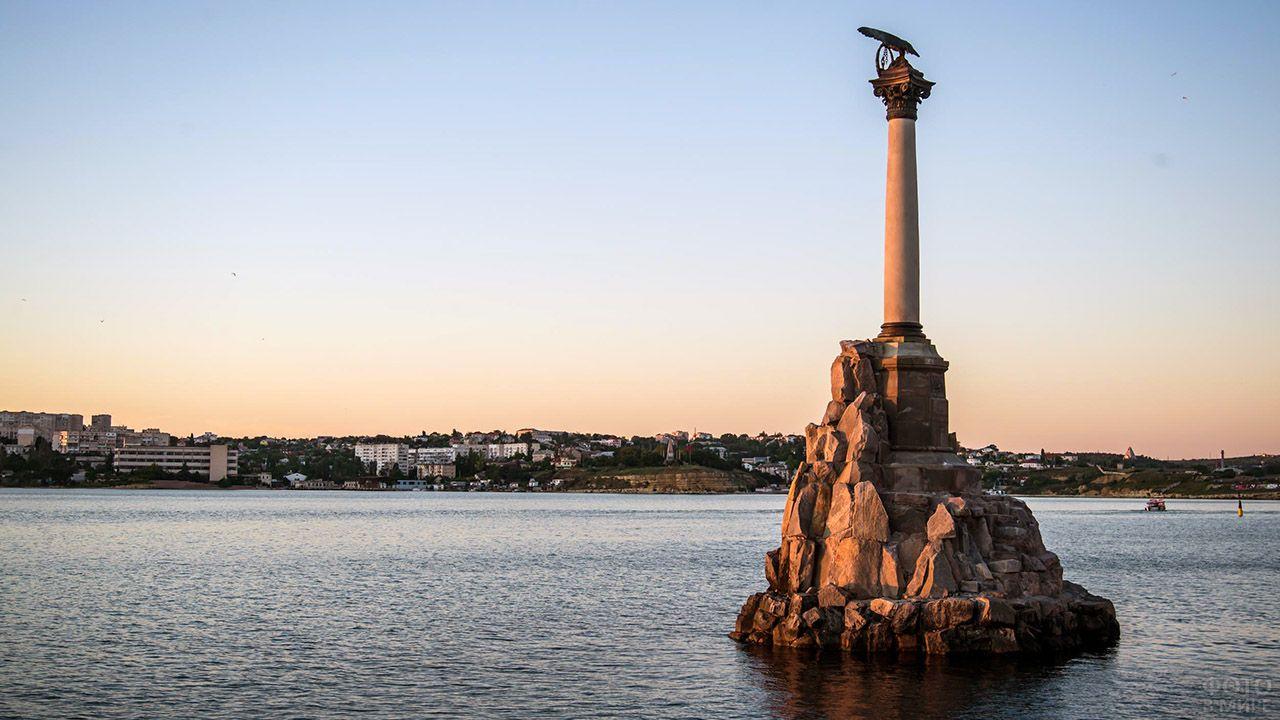 Памятник Погибшим кораблям в Севастополе