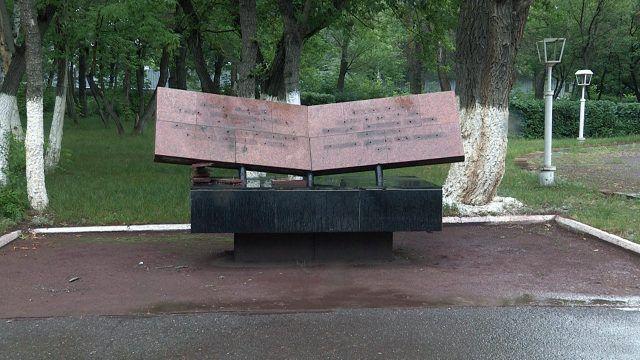 Памятник погибшим шахтерам в Караганде