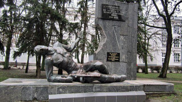 Памятник погибшим студентам