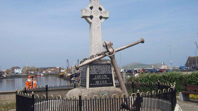 Памятник погибшим в море установленный в Дублине