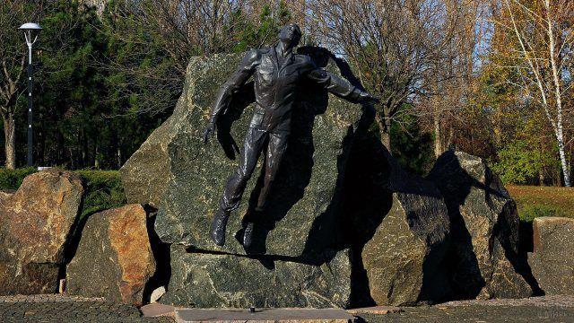 Памятник погибшим воинам-афганцам в Донецке