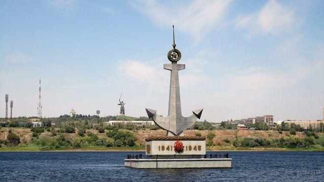 Плавучий памятник погибшим речникам