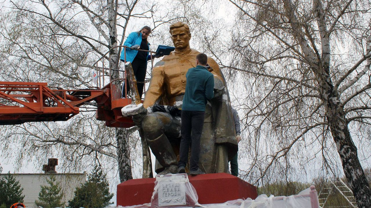 Реконструкция памятника воинам погибшим в годы ВОВ силами волонтёров