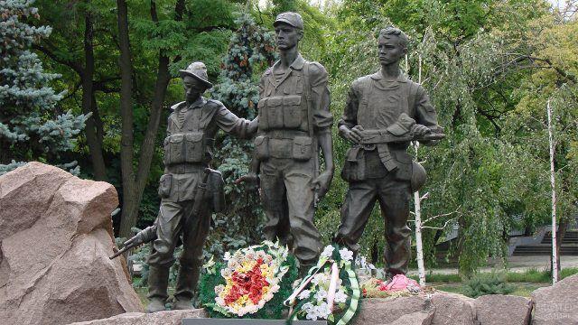 Тюменский памятник российским воинам погибшим в локальных вооруженных конфликтах