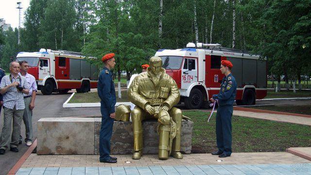 В Кирове открыли памятник погибшим на службе пожарным