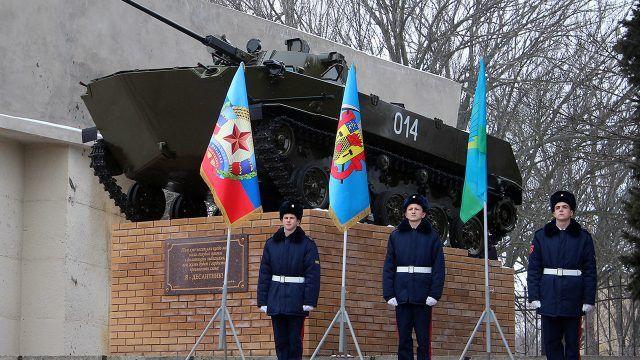 Восстановленный после теракта памятник десантникам в Луганске