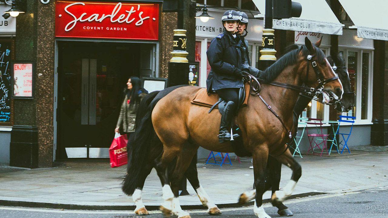 Конная полиция на улице Лондона