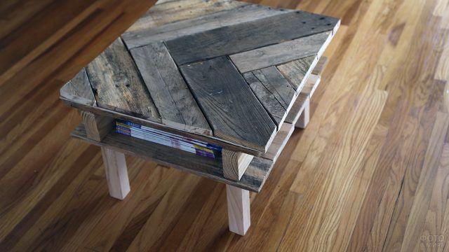 Графичный кофейный столик из паллет
