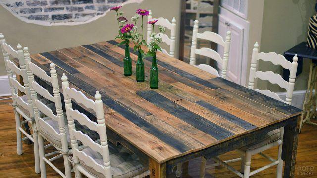 Колоритная столешница обеденого стола из паллет