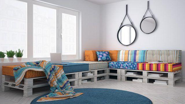 Красочный текстиль для декора паллетной мебели